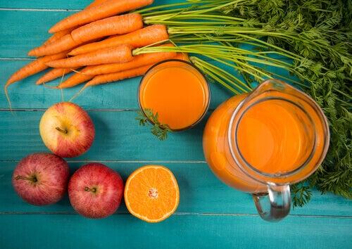 Смути с морков и ябълка за красива и здрава кожа