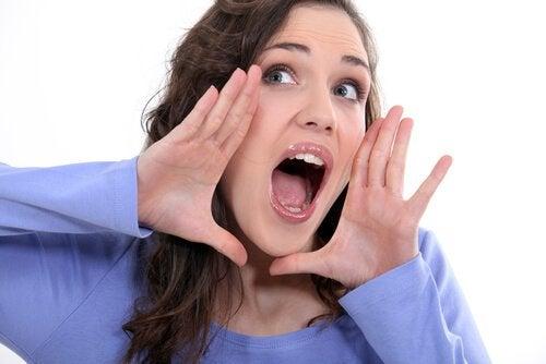 Упражнение с гласни срещу двойна брадичка