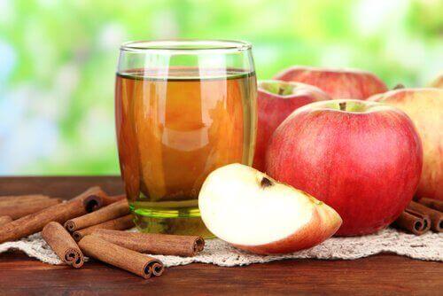 Вода с ябълка и канела за отслабване