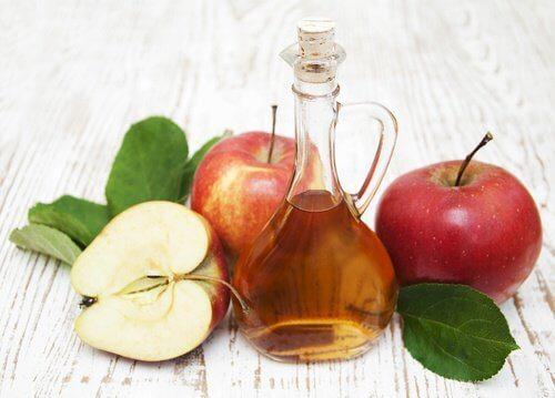 Киселината в ябълковия оцет помага за елиминирането на въшки и гниди.