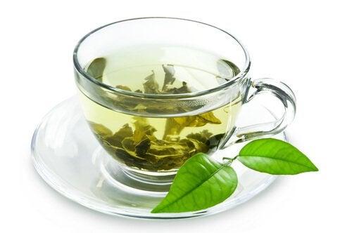 Зеленият чай оказва лек лаксативен ефект