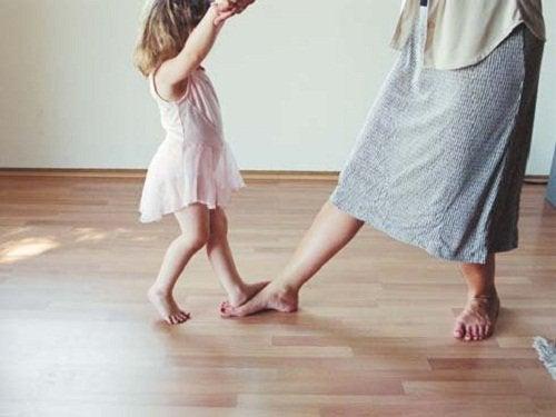 2-child-dance