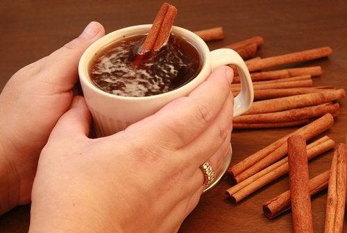 Как да приготвите чай с канела, за да преборите недоспиването?