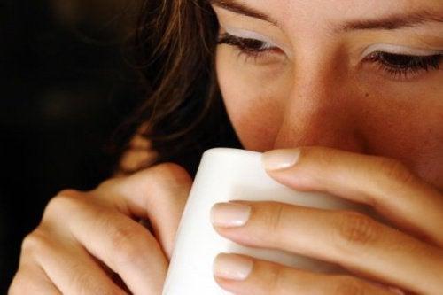 7 ползи от консумацията на гореща вода на гладно