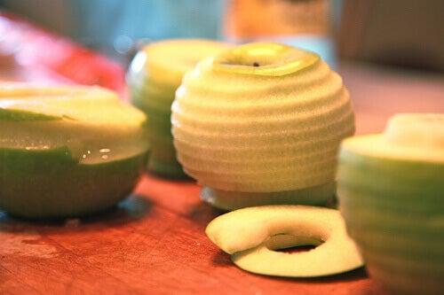 Кората на плодовете съдържа най-много хранителни вещества.
