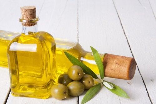 овлажняващи масла за сухи крака и лакти