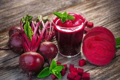 Непознатите предимства на сок от червено цвекло