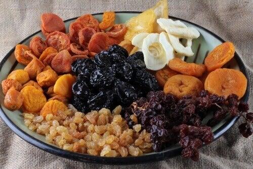 Сушените плодове укрепват костите и се справят с умората