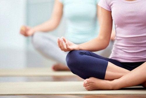 йога при болки в гърба