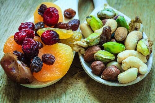 Ползи от сушените плодове за костите