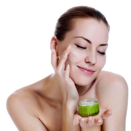 добра хидратация за предотвратяване появата на бръчки