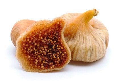 Сушените смокини са плодове, които съдържат полезни свойства.