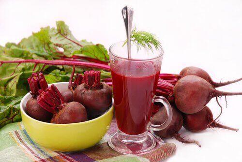 сокът от червено цвекло подобрява пренаталното здраве