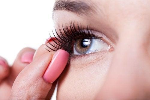 козметични трикове - използвайте изкуствени мигли