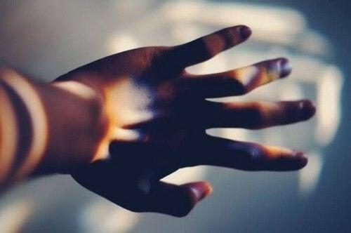 Една от най-болезнените истини за хората е - даразберат, че не са нужни
