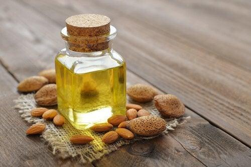 Бадемово масло за намаляване на стриите