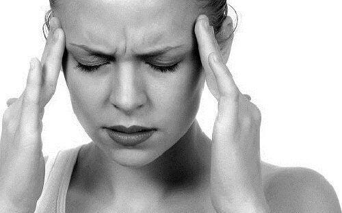 Главоболието може да бъде предизвикано от притискане на главата.