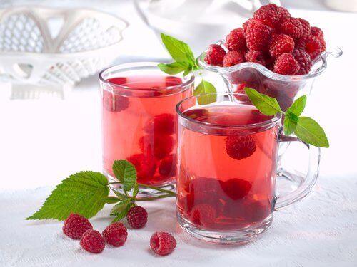чай от листа на малини за справяне с уринарната инконтиненция