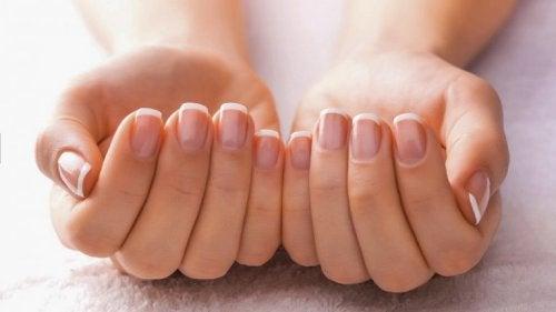 късо изрязани нокти
