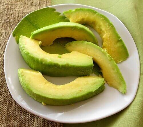 ежедневната консумация на авокадо е изключително полезна за здравето