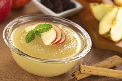 Една чаша неподсладен ябълков сос съдържа само 100 калории
