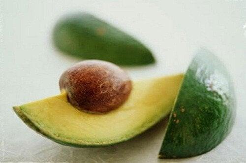 9 причини да ядем костилката на авокадото
