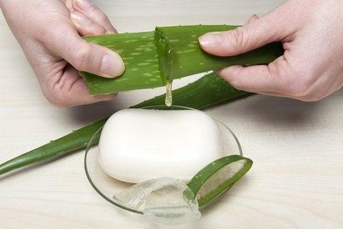 Домашeн сапун с алое вера за по-мека кожа