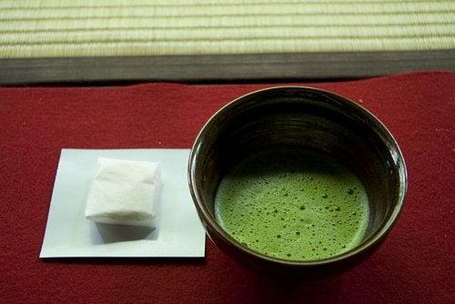 Зеленият чай, за стимулиране здравословната загуба на килограми