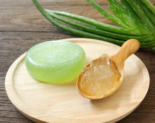 Сапунът с алое вера се възприема чудесно от хора с всякакъв тип кожа