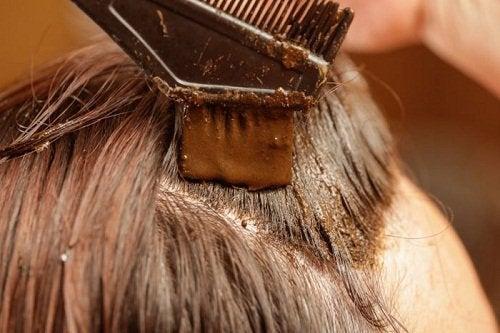 Къна при побеляване на косата