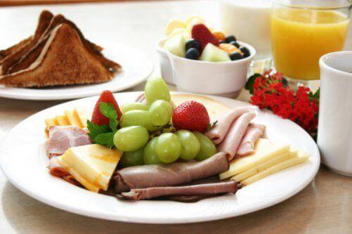 Ако не спирате да приемате храна през целия ден, почти сигурно ще страдате от кариес.