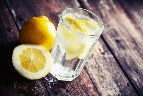 лимоновият сок намалява излишните килограми