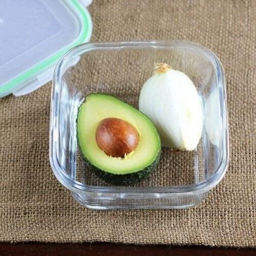 Запазете свежестта на половин авокадо