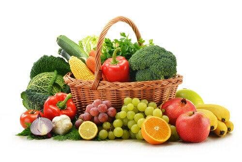 Яжте много сурови зеленчуци и плодовеза да нямате кариес