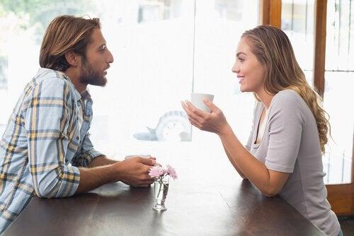 освен любовта комуникацията също е важна за една здрава връзка