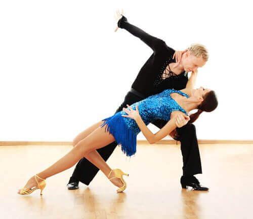 Салсата се танцува в карибски ритъм