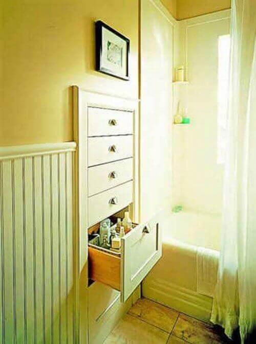 Чекмеджета в банята