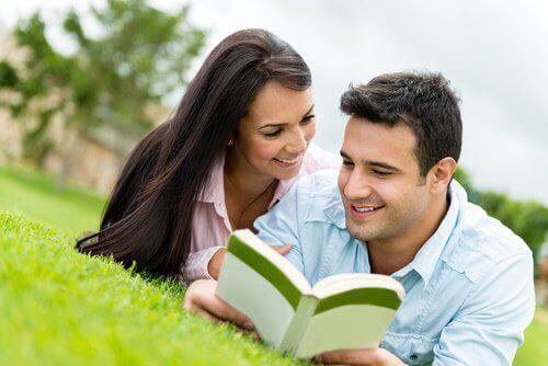 Прочетете книга заедно с партньора си