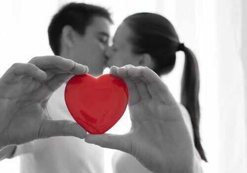 освен любовта в една връзка ни трябва и доверие