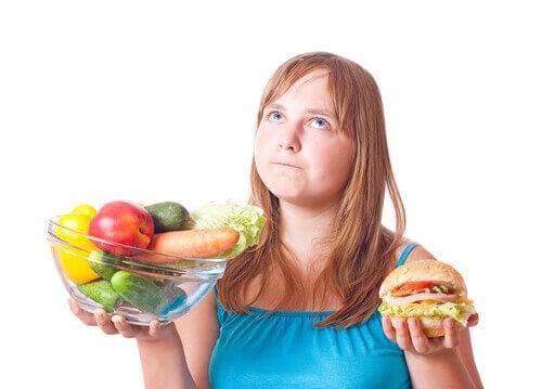 Променете диетата си, за да премахнете отпусната кожа след отслабване.
