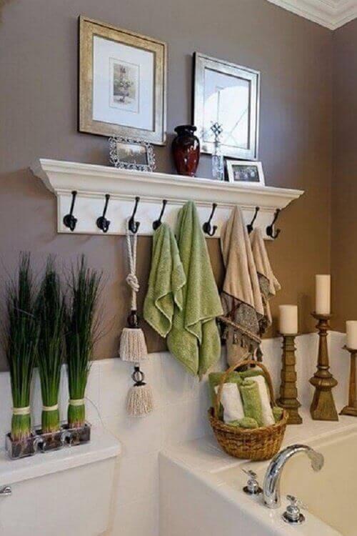 Закачалка за кърпи в банята