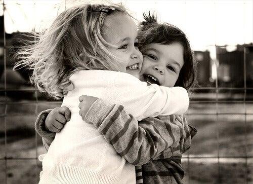 Когато прегръщаме друг човек, споделяме позитивна емоция