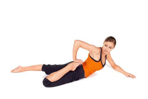 Разтягане за облекчаване на болките в гърба