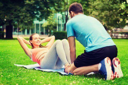 Правете упражнения заедно с партньора си