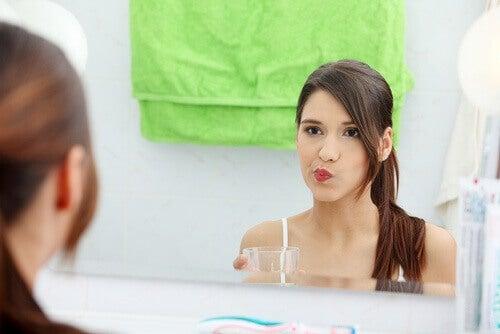 Вода и сода за хляб за устна хигиена