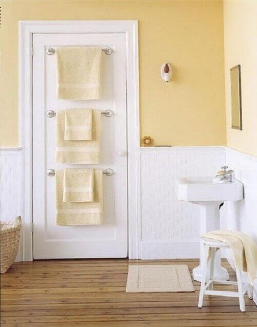 Закачалки в банята