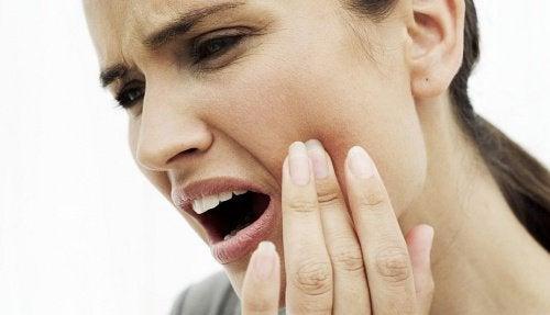 10 натурални средства при тежък зъбобол