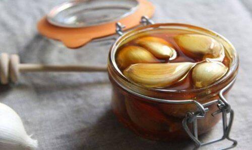 Чесън и мед срещу чревните паразити