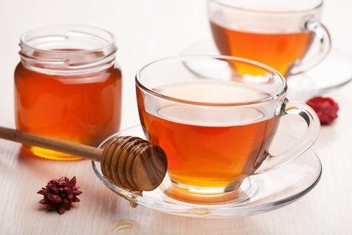 Добавете 1 чаена лъжица пчелен мед чая си за добър сън.