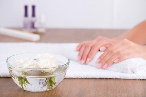 Грижата на ноктите е много важна при лечение на гъбички по ноктите
